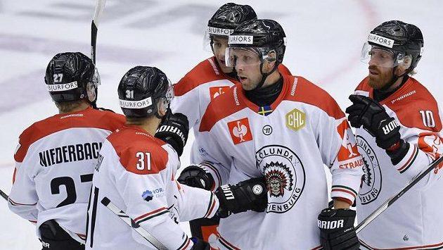 Viktor Ekbom (uprostřed) se raduje se spoluhráči z Frölundy z prvního gólu.
