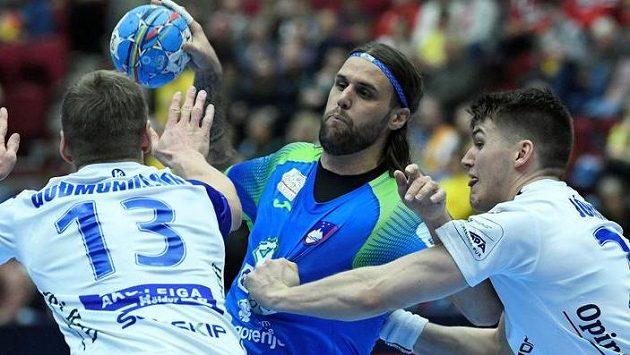 Překvapivě úspěšné tažení slovinských házenkářů evropským šampionátem nepřerušil ani Island