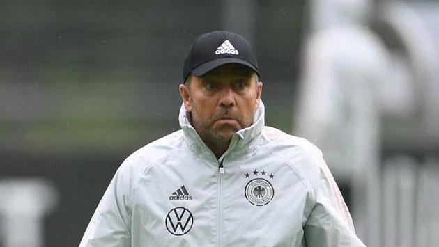 Kouč německé fotbalové reprezentace Hans-Dieter Flick během tréninku.