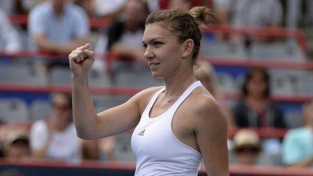 Vítězné gesto Simony Halepové po výhře ve čtvrtfinále turnaje v Montrealu.