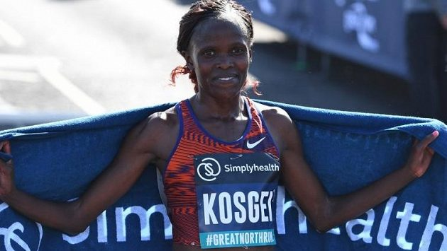 Keňanka Brigid Kosgeiová zaběhla v Newcastlu nejrychlejší půlmaraton všech dob
