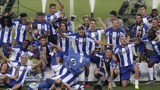 Fotbalisté Porta se radují z mistrovského titulu