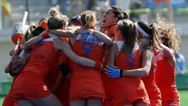 Nizozemské pozemkářky se radují z postupu do olympijského finále.