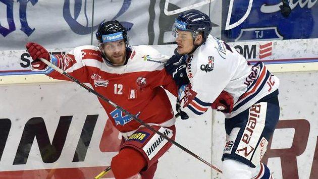 Zleva Jan Knotek z Olomouce a Daniel Krenželok z Vítkovic.