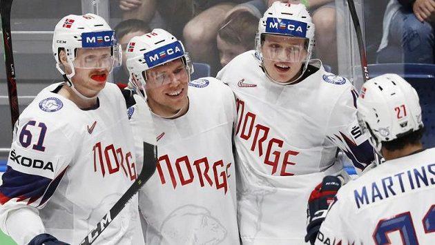 Hokejisté Norska se radují z branky