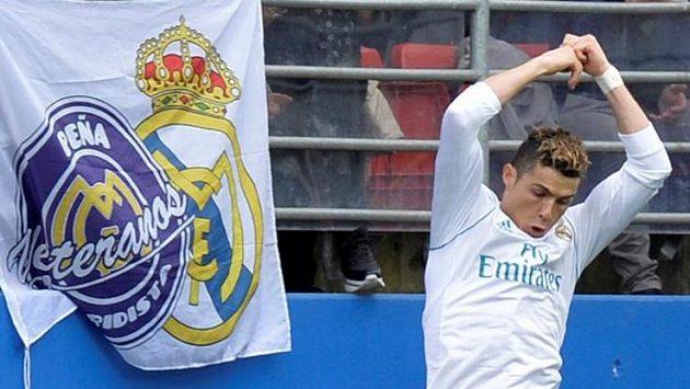 Cristiano Ronaldo z Realu Madrid oslavuje jeden ze svých gólů proti Eibaru.