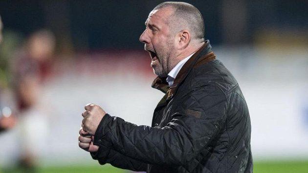 Nový trenér Jihlavy Josef Jinoch oslavuje vítězství nad Spartou.