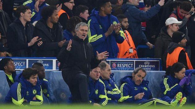 Rozzlobený trenér Chelsea José Mourinho.