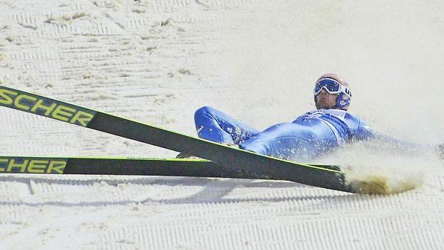 Pád rakouského skokana na lyžích Andrease Koflera (ilustrační foto).