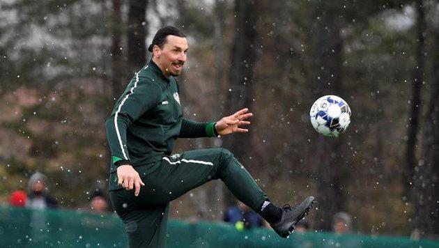 Milánský Zlatan Ibrahimovic při tréninku s Hammarby ve Stockholmu.