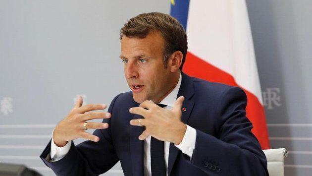 Francouzský prezident Emmanuel Macron prosazuje, aby se fotbalové soutěže v nejlepších pěti ligách Evropy nedohrávaly.