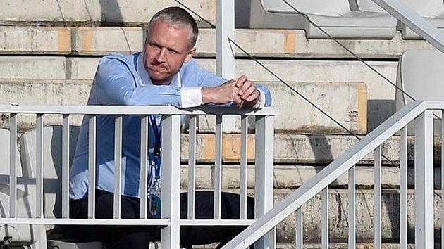 Trenér Olomouce Václav Jílek vyloučený na tribunu.