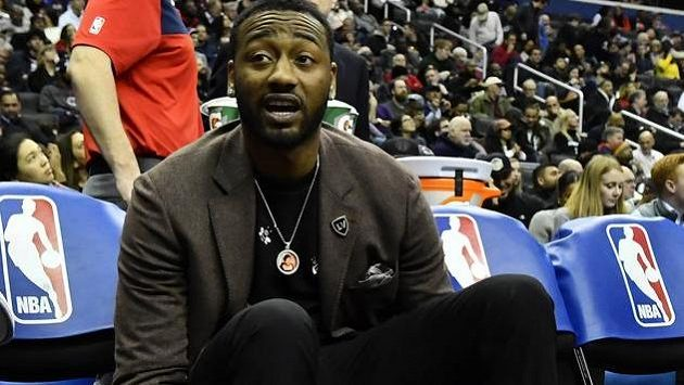 Zraněná hvězda basketbalistů Washingtonu John Wall vysedává jen na lavičce týmu.