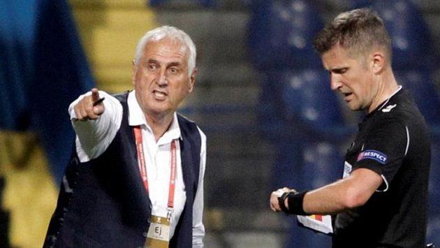Bernard Challandes, trenér Kosova, během utkání v Černé Hoře.