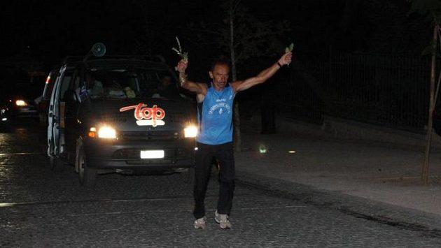 Yiannis Kouros je řecký ultramaratónský bůh. Je nepřekonatelný? Staletí ukážou.