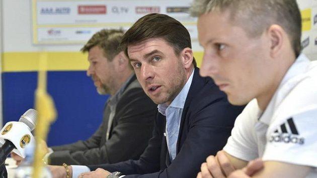 Zleva ředitel Zlína Leoš Gojš, generální ředitel Zdeněk Grygera a trenér Jan Kameník
