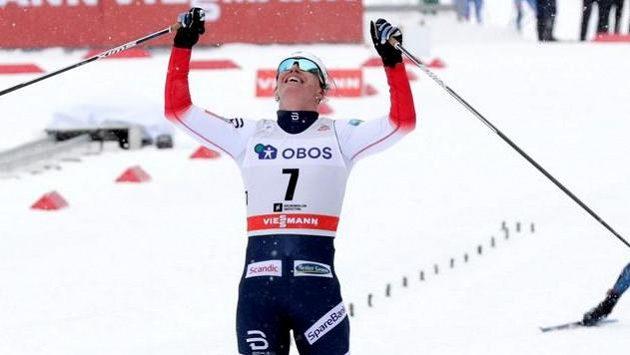 Běžkyně na lyžích Marit Björgenová v cíli.