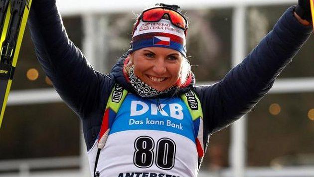 Lucie Charvátová slaví světový bronz z Anterselvy.