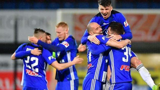 Fotbalisté Olomouce se radují z branky (archivní foto)