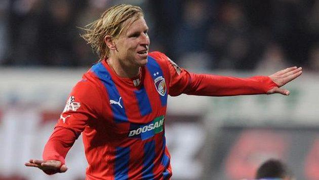 Plzeňský obránce František Rajtoral oslavuje gól na 1:1 proti Slavii.