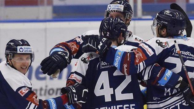 Hráči Vítkovic se radují z gólu