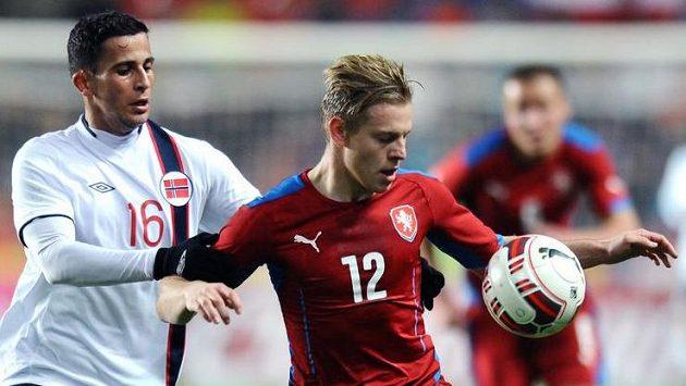 Český útočník Matěj Vydra (vpravo) a Omar Elabdellaoui z Norska během přátelského utkání.