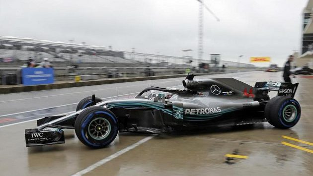 Lewis Hamilton s mercedesem při tréninku v Austinu.