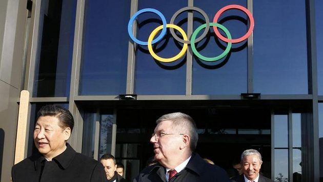 Thomas Bach vpravo na ilustračním snímku s činským prezidentem.