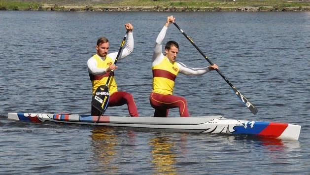 Jaroslav Radoň a Filip Dvořák vjedou do právě startující sezóny na nové lodi s netradičním designem.