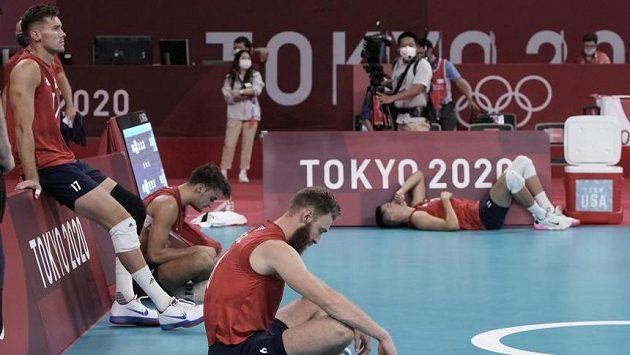 Američtí volejbalisté na OH v Tokiu končí.