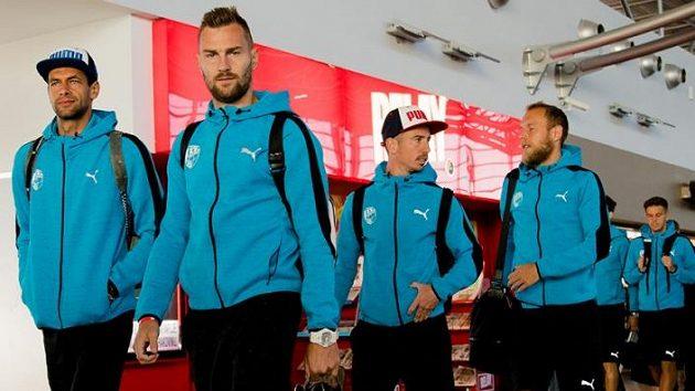 Za postupem! Zleva Aleš Hruška, Radim Řezník, Milan Petržela a Daniel Kolář před oldetem na Kypr.