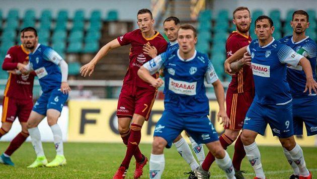 Fotbalisté Dukly skončili ve druhé lize třetí a teď jsou odsouzeni k čekání.