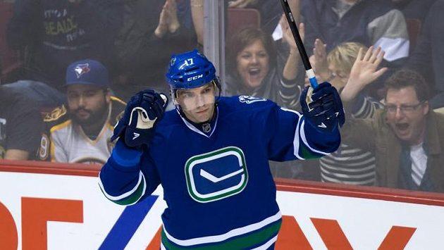 Vrbata stoicky oslavuje svou 21. branku v aktuální sezóně NHL.