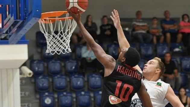 Basketbalisté Nymburku slaví další výhru (archivní foto)