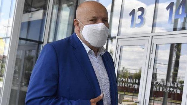 Prezident příbramského fotbalového klubu Jaroslav Starka přichází na jednání ligového grémia Ligové fotbalové asociace