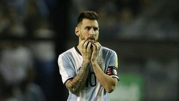 Argentinec Lionel Messi při utkání s Peru.