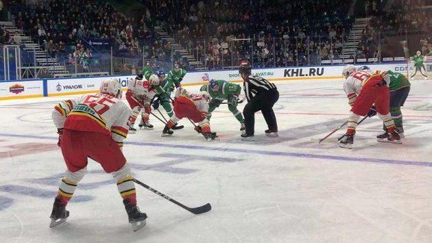 Hokejisté Kunlunu prohráli v KHL v Ufě.