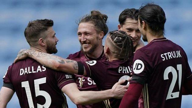Fotbalisté Leedsu se radují na půdě Manchesteru City.