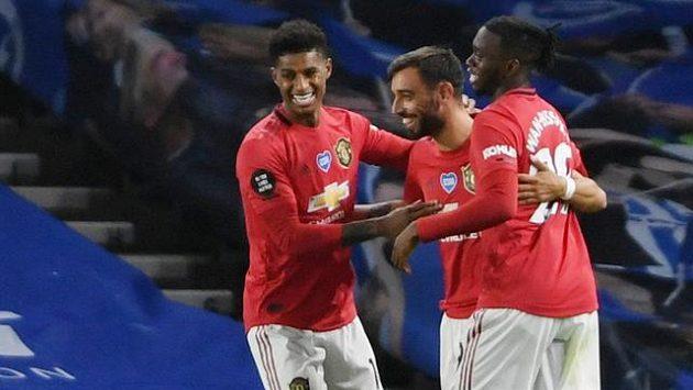 Fotbalisté Manchesteru United slaví branku v síti Brightonu