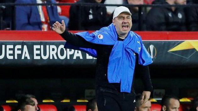 Trenér Slavie Jindřich Trpišovský během utkání v Seville.