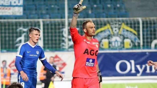Teplický gólman Jakub Diviš (uprostřed).