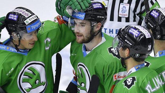 Autor rozhodujícího gólu David Šťastný (druhý zleva) se raduje se spoluhráči z Mladé Boleslavi.