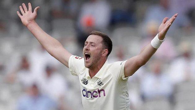 Hráč kriketu Ollie Robinson platí za svou mladickou nerozvážnost.