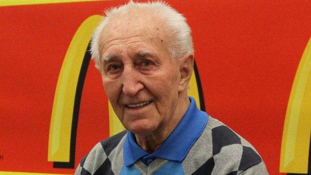 Bývalý hokejový reprezentant František Vacovský zemřel ve věku 90 let.