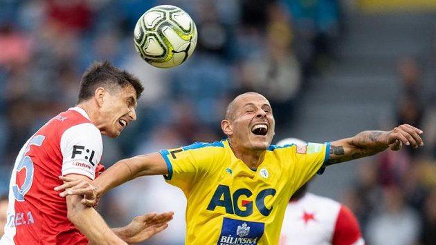 Ondřej Kúdela ze Slavie Praha a Tomáš Kučera z Teplic v jednom z předchozích zápasů.