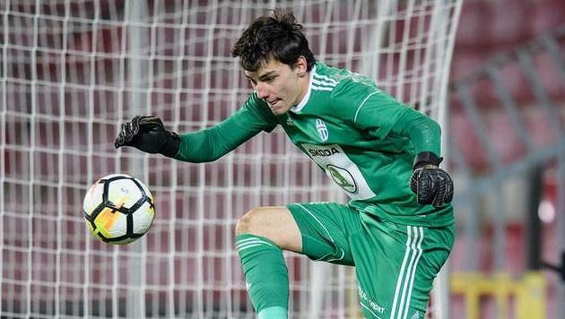 Martin Jedlička, brankář Mladé Boleslavi, během ligového debutu na Spartě.