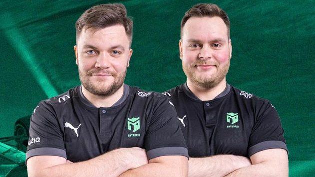 Lukáš Podstata a Michal Matoušek z týmu Entropiq, průběžně vedoucí stáj seriálu Virtual GP. Zdroj: www.entropiq.gg