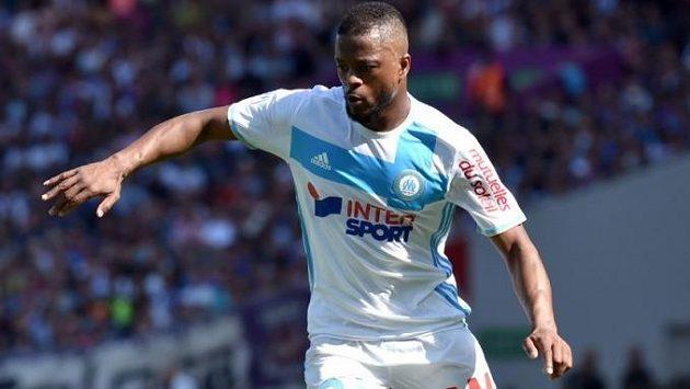 Obránce Marseille Patrice Evra byl po výhře nad St. Etienne hodně dobře naladěný, vítězství slavil se šimpanzem.