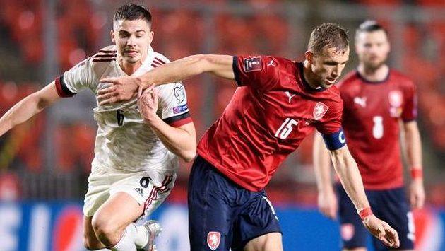 Leander Dendoncker z Belgie a český záložník Tomáš Souček během utkání v Praze.