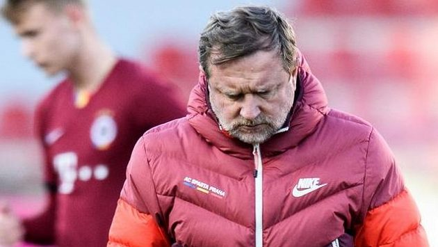 Zklamaný trenér Sparty Pavel Vrba.